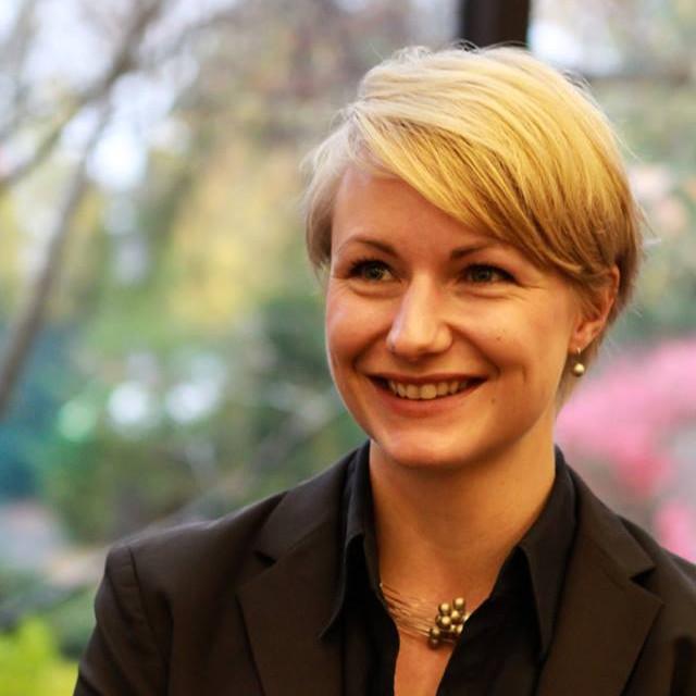 """Franziska Schwarzmann<br /><img src=""""https://cmcx.com/wp-content/uploads/2018/01/ZEISS_Brand_RGB.png"""" style=""""max-width:140px;width:100%;height:auto;margin-top:12px;"""">"""