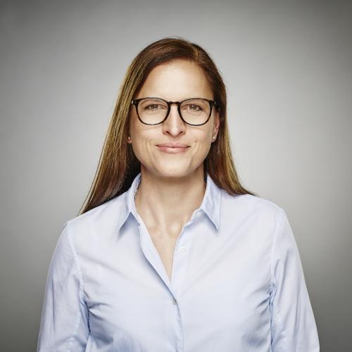 """Katja Sottmeier<br /><img src=""""https://cmcx.com/wp-content/uploads/2018/12/Hornbach-CMCX.jpg"""" style=""""max-width:140px;width:100%;height:auto;margin-top:12px;"""">"""