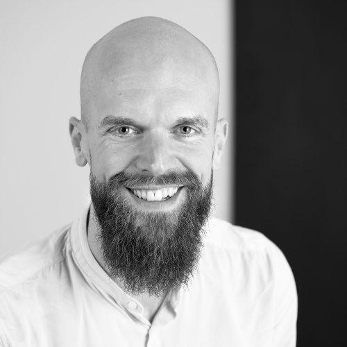 "Jens Franzke<br /><img src=""https://cmcx.com/wp-content/uploads/2019/11/Bielefeld-Marketing-CMCX.jpg"" style=""max-width:98px;width:100%;height:auto;margin-top:12px;"">"